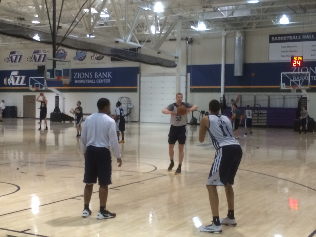 Exum works with Erik Murphy and coach Johnnie Bryant on his shooting at the end of Tuesday's practice.