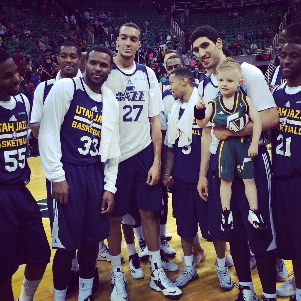 The Jazz pose with 5-year-old leukemia patient JP Gibson. (Photo from @utahjazz)