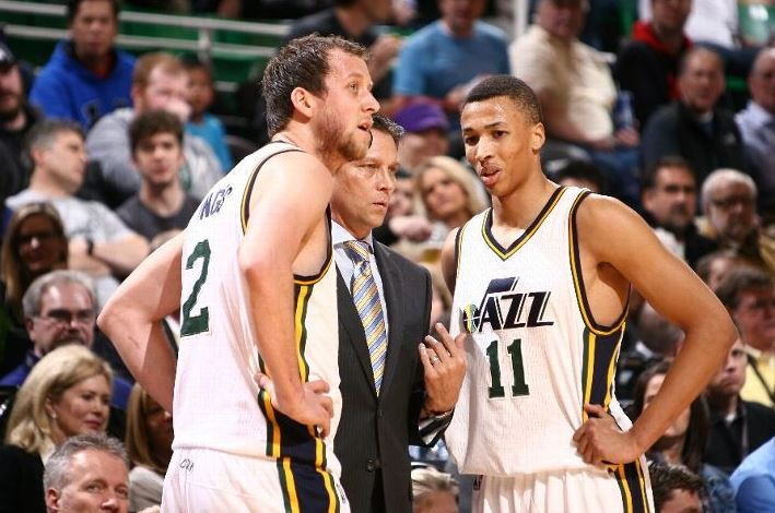 Joe Ingles and Dante Exum confer with coach Quin Snyder