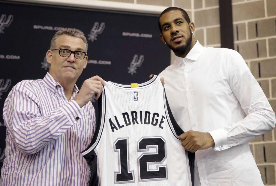 LaMarcus Aldridge signed with the San Antonio Spurs.